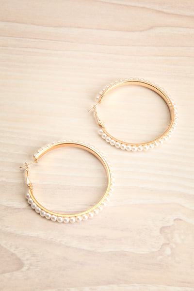 Inde Grand Golden Pearl Hoop Pendant Earrings | La Petite Garçonne