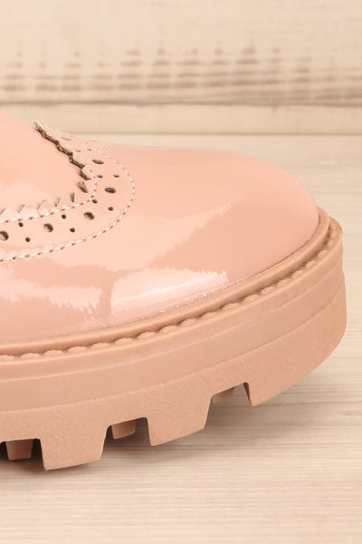 Itza Beige Pink Matt & Nat Oxford Shoes side front close-up | La Petite Garçonne