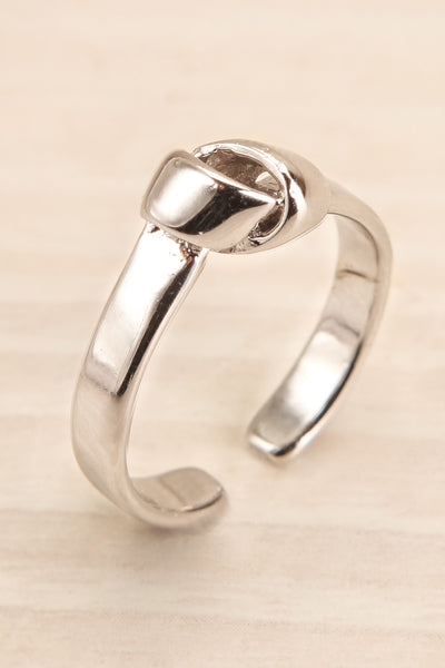 Johvi Argent Open Silver Ring w/ Knot Detail close-up | La Petite Garçonne