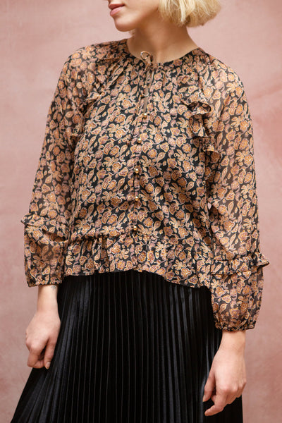 Kalvdans Paisley 3/4 Sleeve Button-Up Blouse | Boutique 1861 model