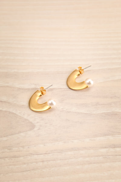 Kleczew Golden & Pearl Pendant Earrings | La Petite Garçonne