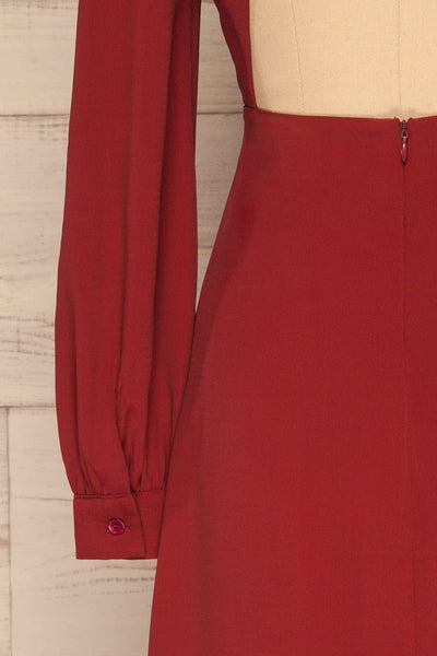 Krzywin Burgundy Dress | Robe Bourgogne sleeve close up | La Petite Garçonne