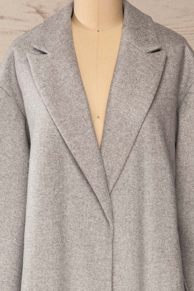 Krzyz Grey Open Felt Coat with Belt | La petite garçonne open close-up