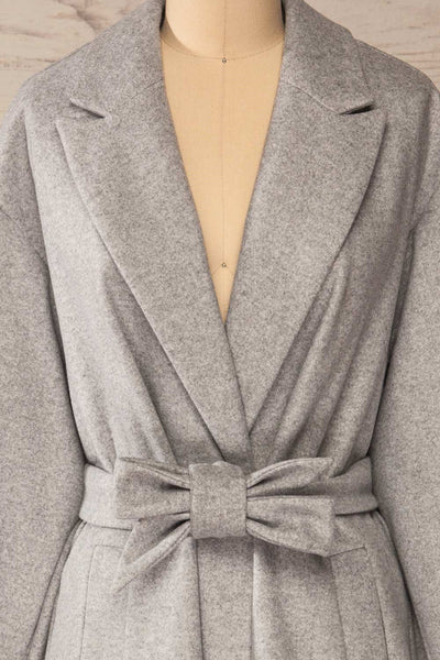 Krzyz Grey Open Felt Coat with Belt | La petite garçonne front close-up