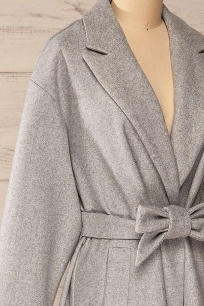 Krzyz Grey Open Felt Coat with Belt | La petite garçonne side close-up