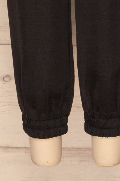Laholm Poivre Black Trousers | Pantalon | La Petite Garçonne bottom close-up