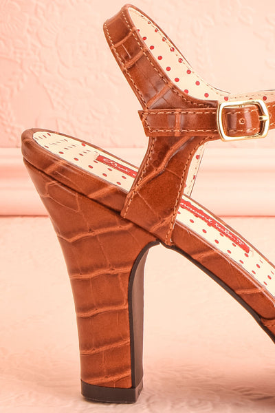 Laurentine Brown Retro Heels | Talons Rétro | Boutique 1861 side back close-up