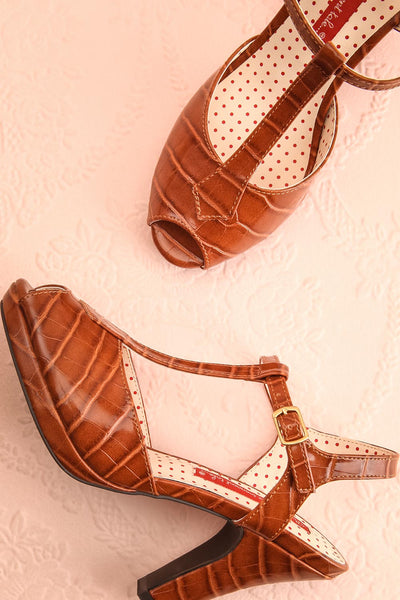 Laurentine Brown Retro Heels | Talons Rétro | Boutique 1861 flat view