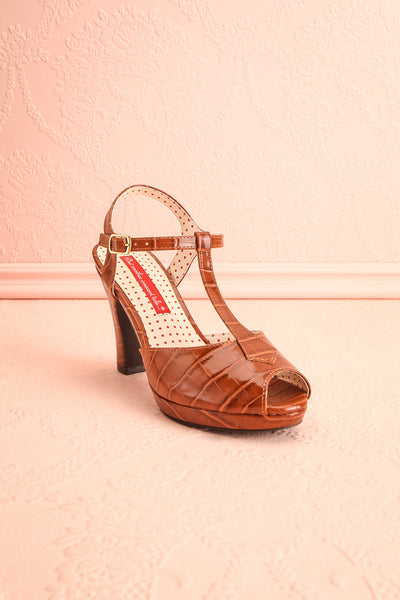 Laurentine Brown Retro Heels | Talons Rétro | Boutique 1861 front view