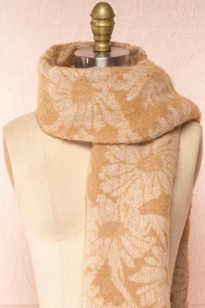 Le Bal Beige Soft Knit Scarf | La petite garçonne loop close-up