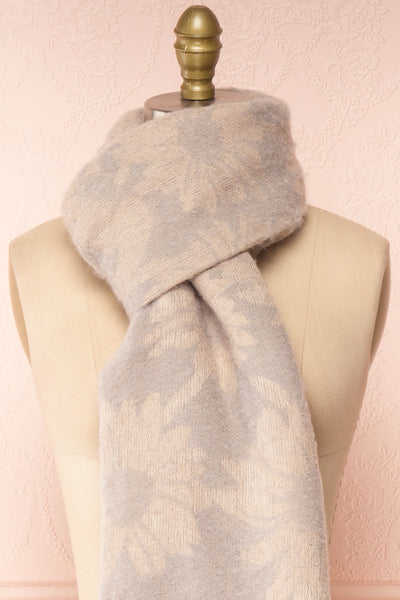 Le Bal Grey Soft Knit Scarf | La petite garçonne knot close-up