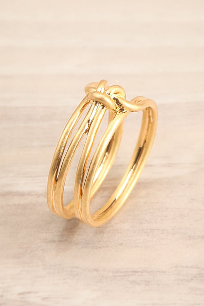 Ledziny Minimalist Knotted Golden Ring | La petite garçonne close-up