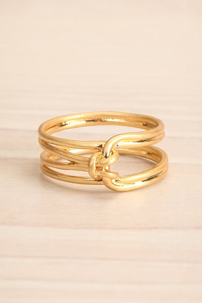 Ledziny Minimalist Knotted Golden Ring | La petite garçonne flat close-up
