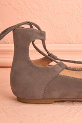 Luxor Gris - Grey laced ballerinas with pompoms