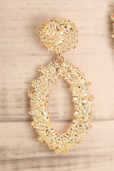 Makowki Or Gold Textured Pendant Earrings close-up | La Petite Garçonne
