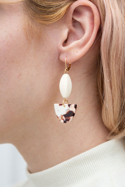Marjorie Bruce Cream Marbled Pendant Earrings | La Petite Garçonne model