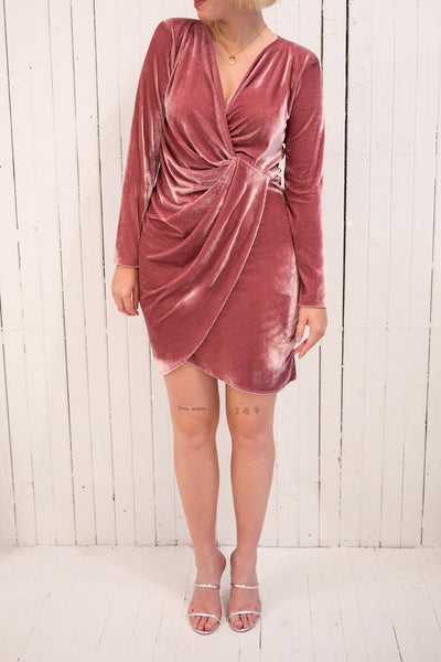 Olawa Pink Long Sleeve Draped Velvet Dress | La petite garçonne model
