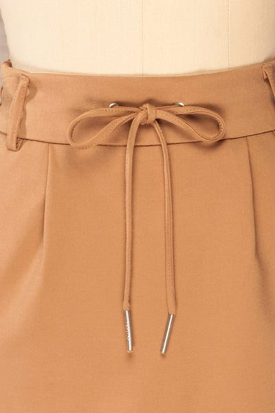 Olkusz Camel High-Waisted Short Skirt | La petite garçonne front close-up