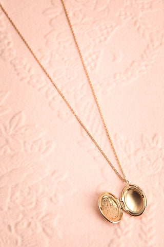 Orme Golden Oval Locket Pendant Necklace | Boutique 1861 3