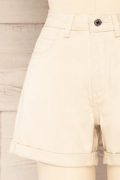 Park Beige High-Waisted Denim Shorts | La petite garçonne front close-up