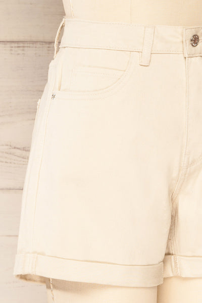 Park Beige High-Waisted Denim Shorts | La petite garçonne side close-up