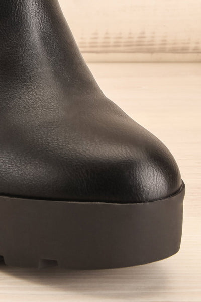 Phalaborwa Black Matte Heeled Chelsea Boots | La petite garçonne front close-up