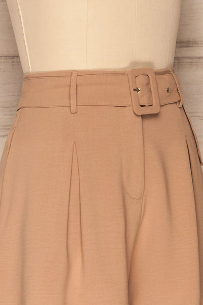 Pitesti Beige High Rise Shorts | La Petite Garçonne side close-up