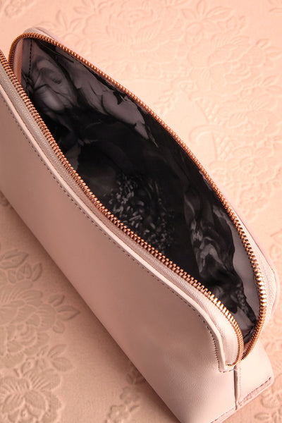 Polska - Light pink wash bag with bows inside