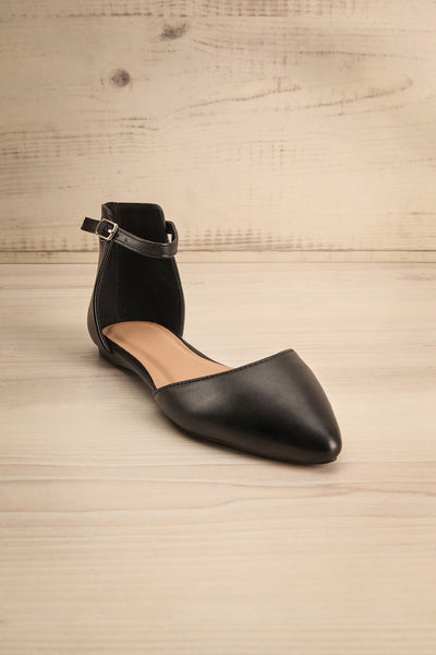 Puno Café |  Black Pointed Toe Flats