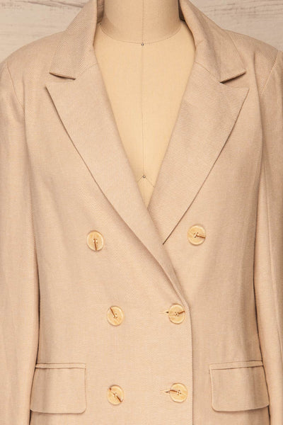 Samarate Beige Blazer | Veston Beige | La Petite Garçonne front close-up
