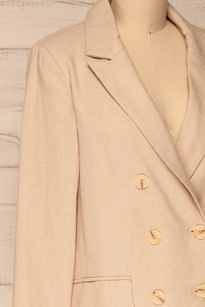 Samarate Beige Blazer | Veston Beige | La Petite Garçonne side close-up