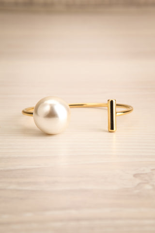 Sirius Open Golden Bracelet with Pearl & Bar | La Petite Garçonne 1