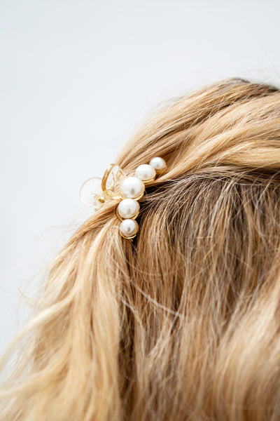 Sufferre Set of 2 Clear Pearl Studded Hair Clips | La Petite Garçonne model