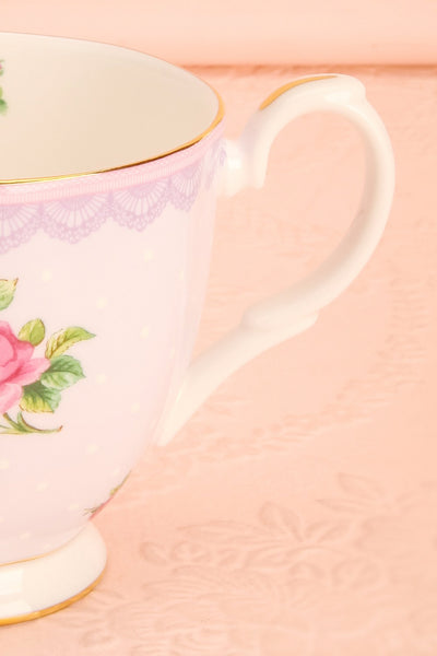 Tasse Moretta - White and lilac floral coffee mug handle close-up