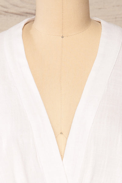 Thebes White Linen Kimono Style Crop Top | La petite garçonne front close-up