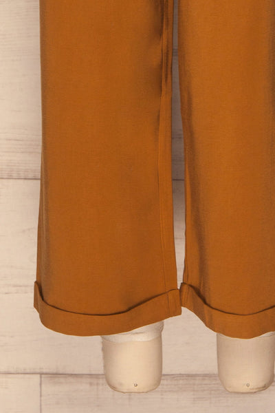Varedo Muscade Ochre Pants | Pantalon Ochre legs close up | La Petite Garçonne