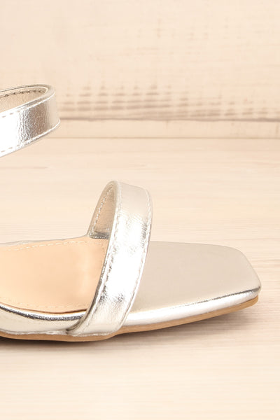 Varese Silver Slip-On Block Heel Sandals | La petite garçonne side front close-up