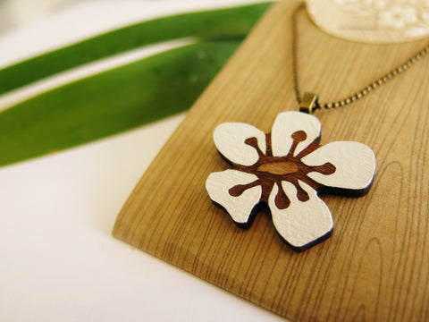 Manuka Flower Rimu Necklace