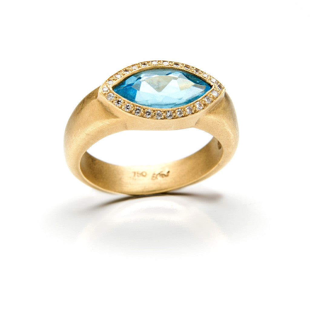 Glam gold marquise ring