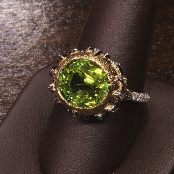 "Passion Collection ""Lotus"" Peridot & diamond ring"