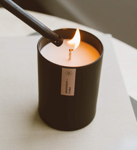Grapefruirt flora soy candle with lighter