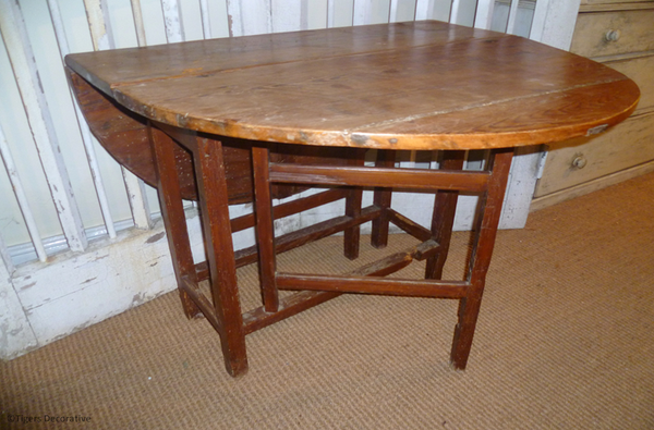 18th Century Pine Gateleg Table