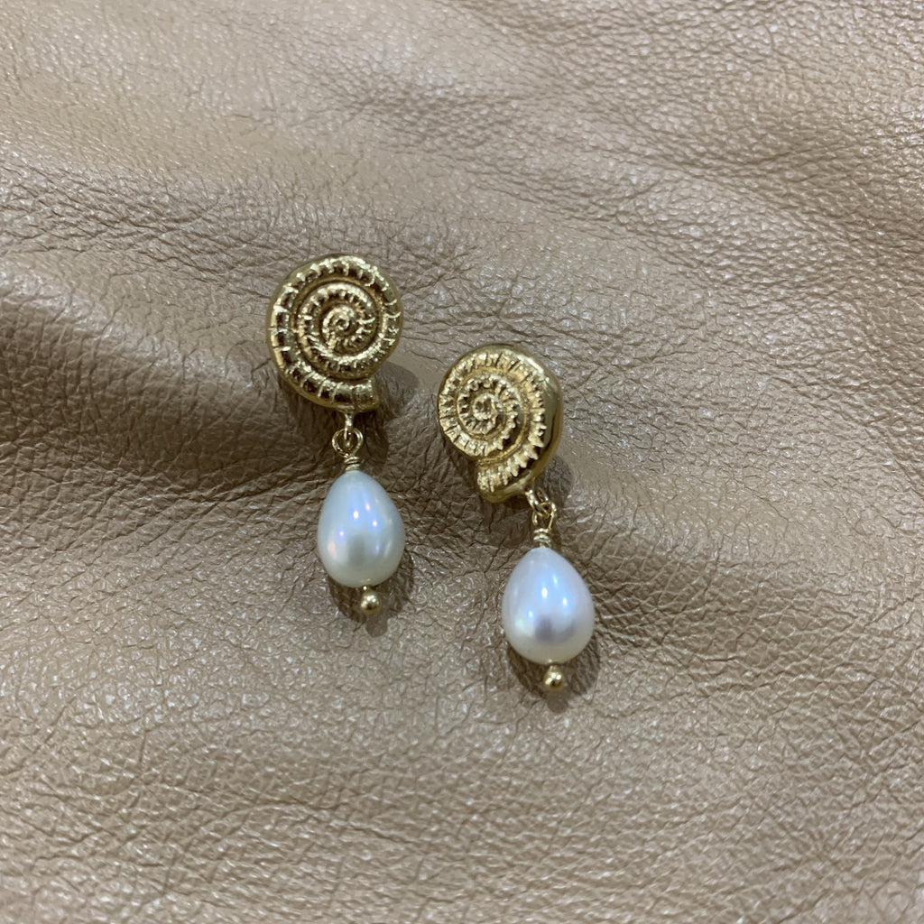 Gold She Shell Pearl Drop earrings