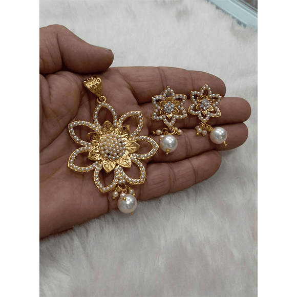 Pearl Pendant Flower Style
