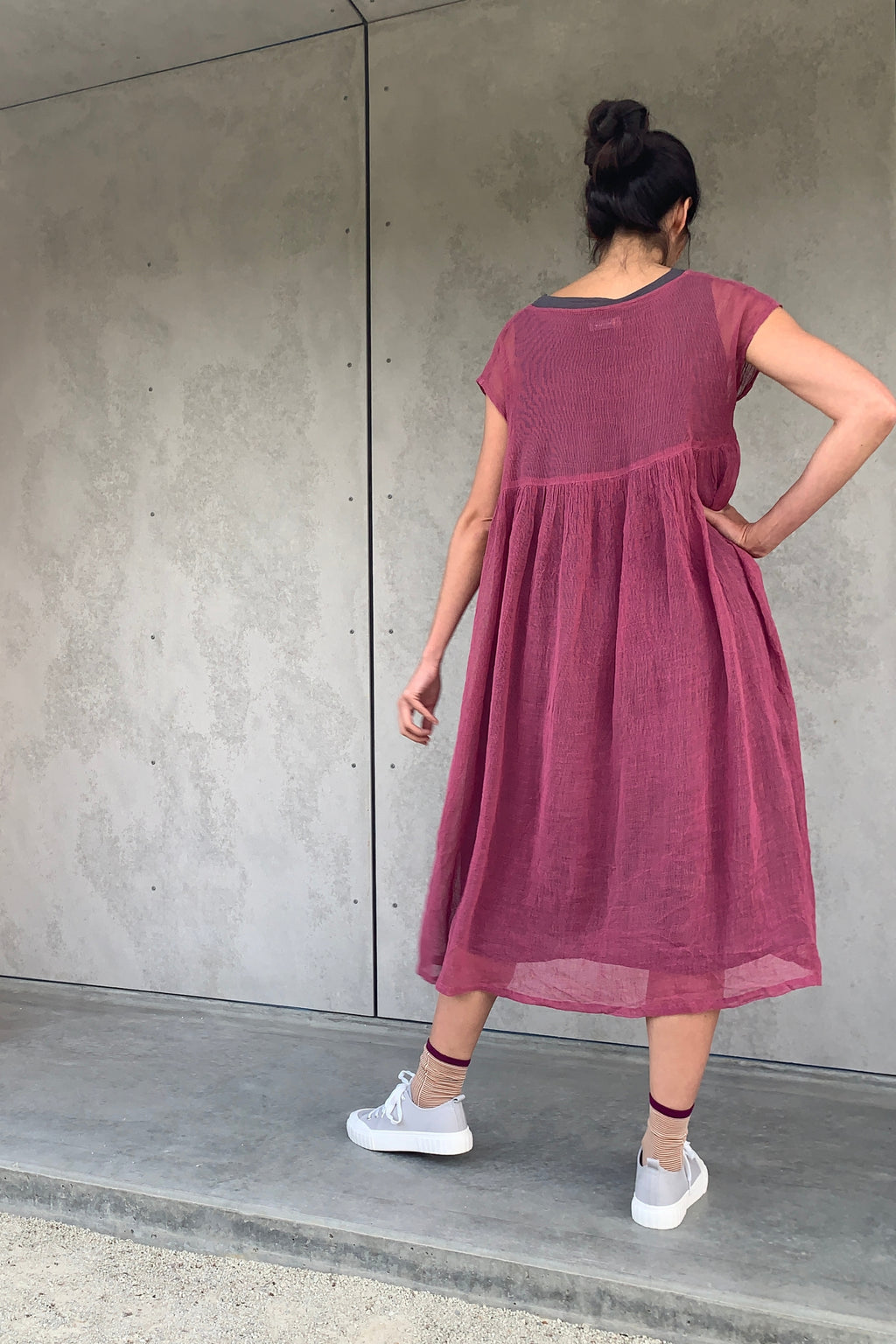 ban inoue : karamiori linen dress in rose