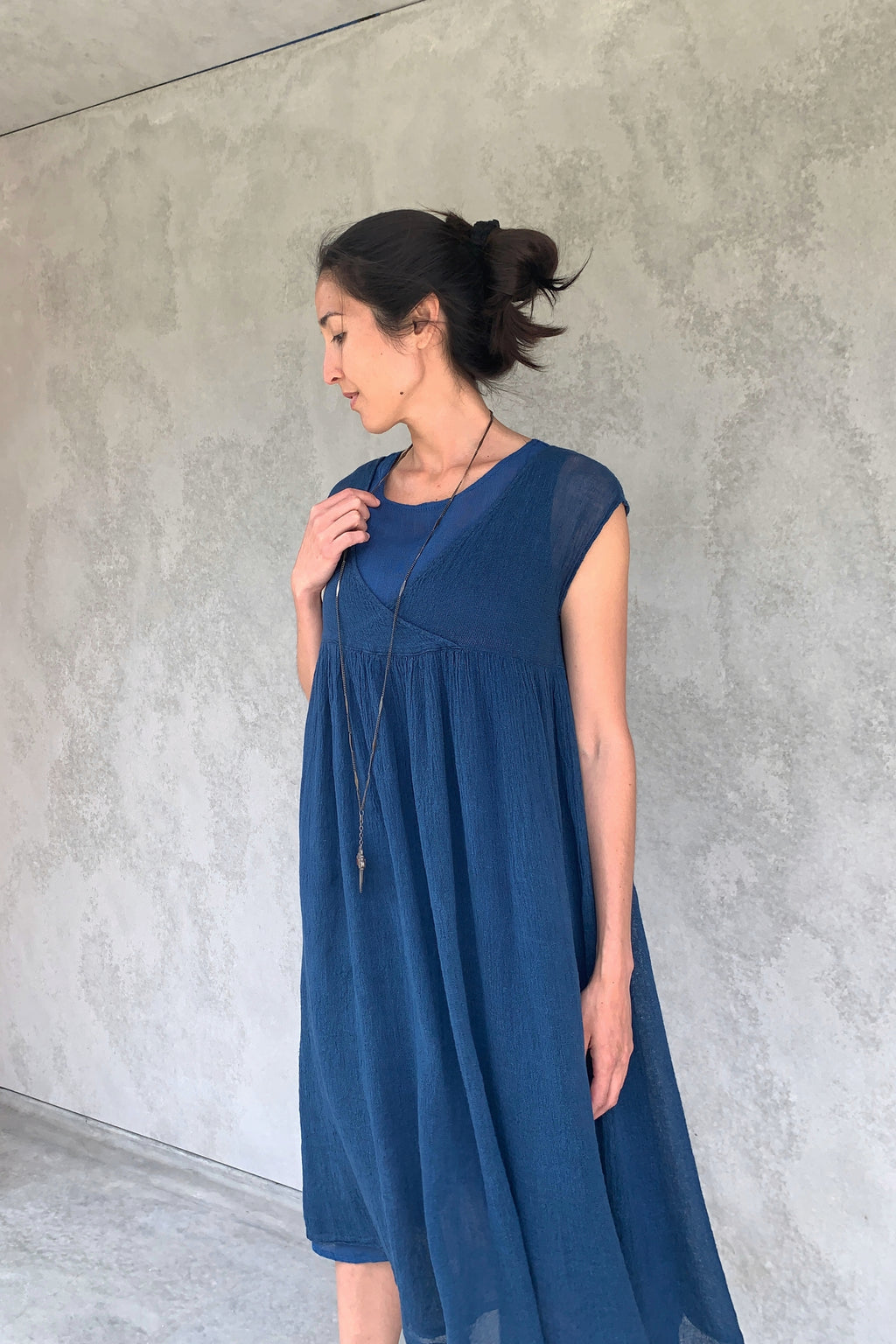 ban inoue : karamiori linen dress in indigo