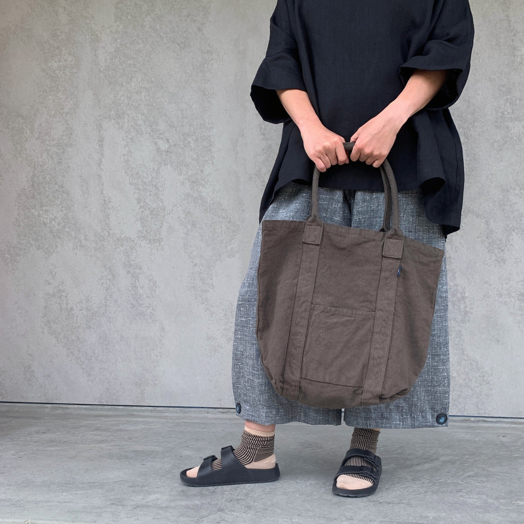 make up co. : washed canvas tote in kelp
