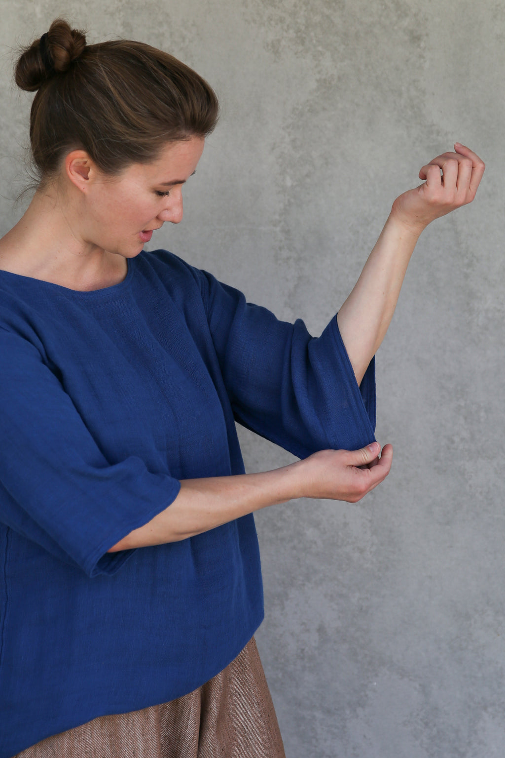 ban inoue : caya smock with long sleeves in indigo