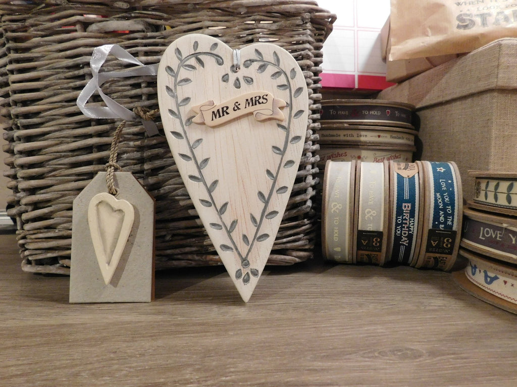 East Of India: Cream Wooden Long Leaf Heart - Mr & Mrs