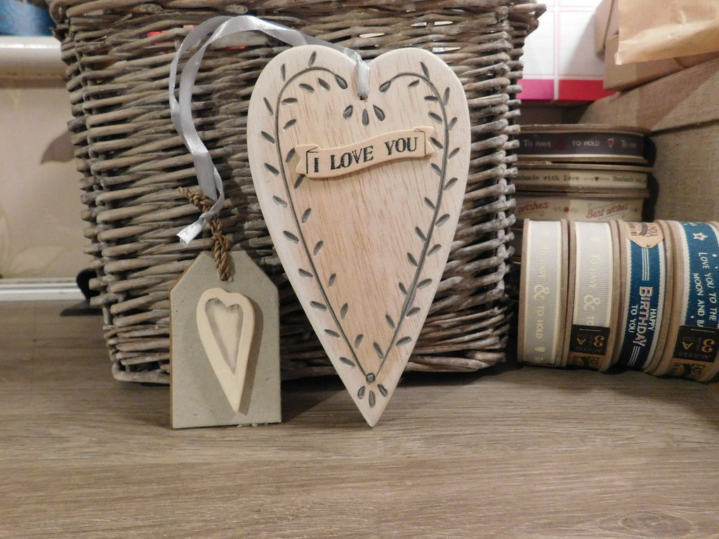 East Of India: Cream Wooden Long Leaf Heart - I Love You
